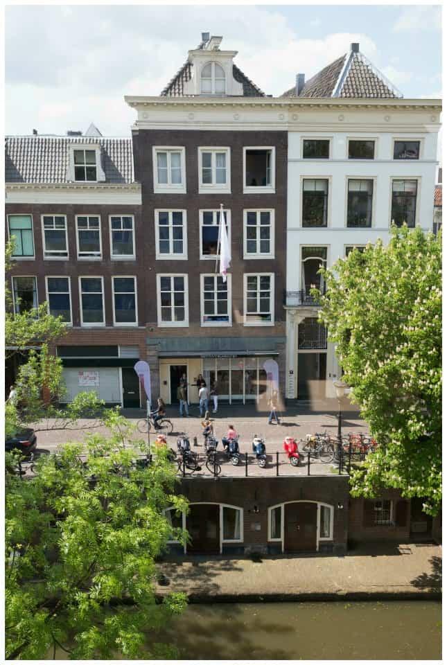 canal apartment in utrecht